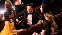 Para bintang Crazy Rich Asian sedang asyik ngerumpi apa ya?Kevin Winter/Getty Images