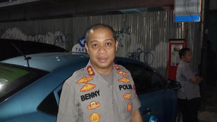 AKB Benny Alamsyah setelah mengecek TKP. (Farih Maulana/detikcom)