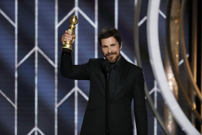 Nah yang satu ini nggak kalah ekstrem. Demi perannya di film The Machinist, Christian Bale sampai harus menurunkan 30 kg dalam 4 bulan. Sampai-sampai dokter harus menyuruhnya berhenti karena mereka berpikir Bale hampir mati. Duh. (Foto: Getty Images)