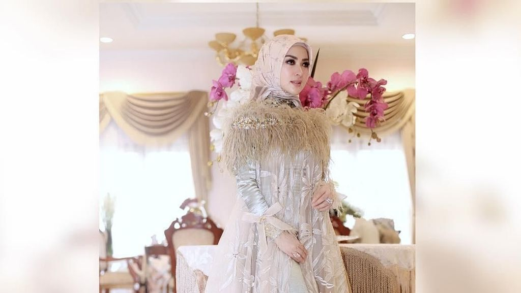 Jika Syahrini Pakai Hijab Saat Menikah, Seperti Ini Penampilannya