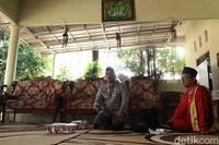 Ustaz Ali sekaligus Tamir Al Jauhar Yasfi. Baginya yang besar dan lahir di sana, perbedaan adalah hal biasa baginya (Randy/detikTravel)