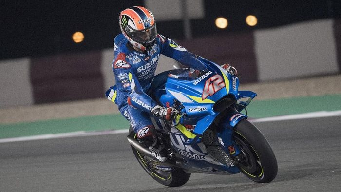 Alex Rins menjadi yang tercepat di tes MotoGP Qatar hari kedua. (Foto: Mirco Lazzari gp/Getty Images)