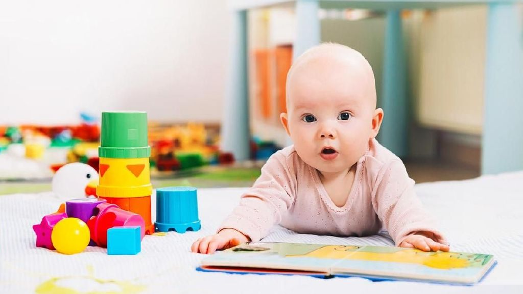 Manfaat Membacakan Buku Cerita untuk Bayi