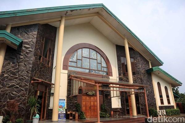 Paroki Servatius di Kampung Sawah. Gereja ini dikenal sebagai bentuk akulturasi antara budaya Betawi setempat dan agama Katolik (Randy/detikTravel)