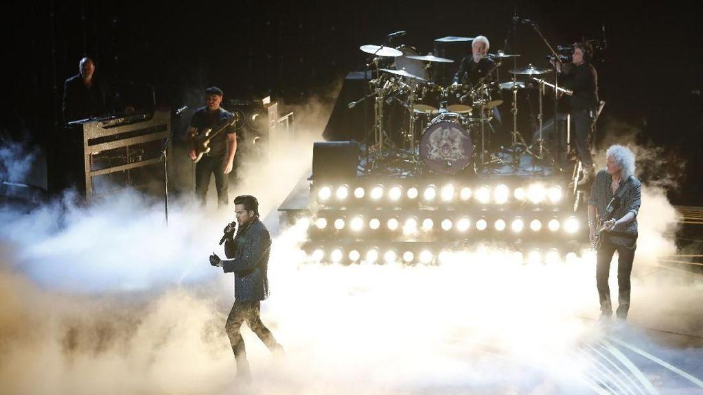 The Show Must Go On Dokumenter Queen Bersama Adam Lambert