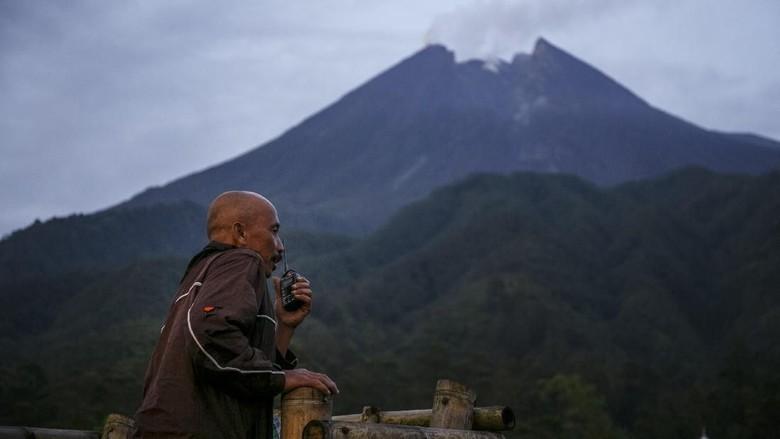 Gunung Merapi Luncurkan Awan Panas Pagi Ini