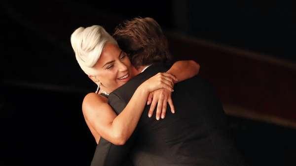 Ngamuk Dituding Pelakor, Ini Momen Mesra Lady Gaga dan Bradley Cooper