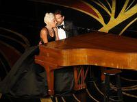 Lady Gaga dan Bradley Cooper menyanyikan 'Shallow' di Oscars 2019.