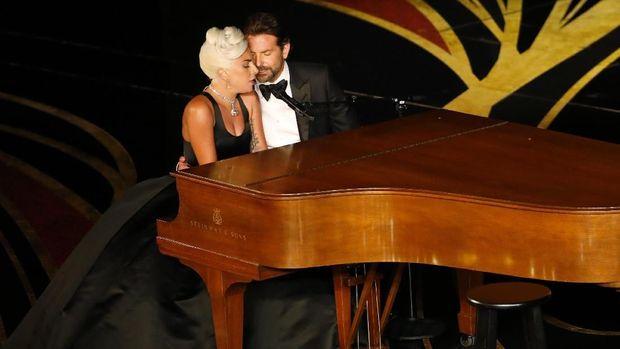 Kata Ahli soal Bahasa Tubuh Lady Gaga dan Bradley Cooper di Oscar