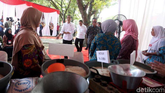 Program bantuan pangan untuk rakyat Foto: Rengga Sancaya