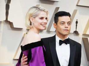 Datang ke Oscars, Rami Malek Dandan Pakai 6 Produk Makeup
