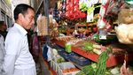 Potret Jokowi Beli Beras-Taoge di Pasar Pelem Gading Cilacap