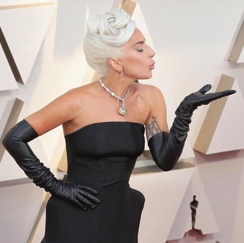 Lady Gaga Libatkan Ariana Grande untuk Rain On Me