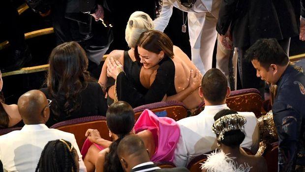 Lady Gaga dan Irina Shayk