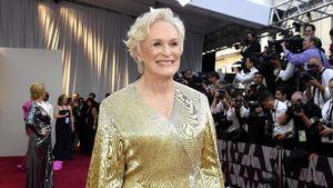Elegan Seperti Patung Oscar, Aktris Senior Ini Pakai Gaun Emas 19 Kg