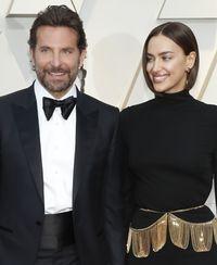 Bradley Cooper dan Irina Shyak di karpet merah Oscars 2019.