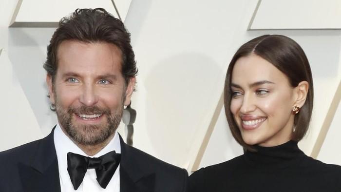 Irina Shayk dan kekasihnya, Bradley Cooper di Oscars 2019. Foto: REUTERS/Mario Anzuoni
