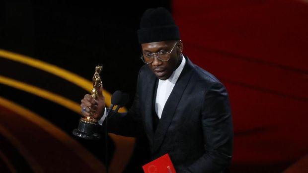 Berkat 'Green Book', Mahershala Ali mendapatkan Oscar.