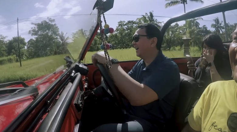 Ahok Nyetir VW Safari di Bali. Foto: Youtube Panggil Saya BTP