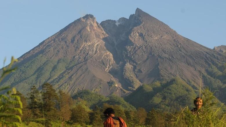 Gunung Merapi Gugurkan Awan Panas 1 KM Kemarin Sore