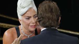 Mesra Abis! Duet Lady Gaga dan Bradley Cooper di Panggung Oscar