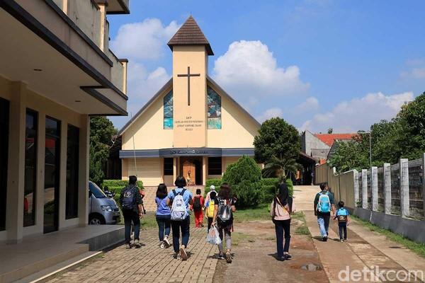 Pertama kali agama Kristen masuk ke Kampung Sawah di abad ke-18 lewat Belanda. Inilah Gereja Kristen Pasundan Kampung Sawah yang adalah gereja tertua di sana (Randy/detikTravel)