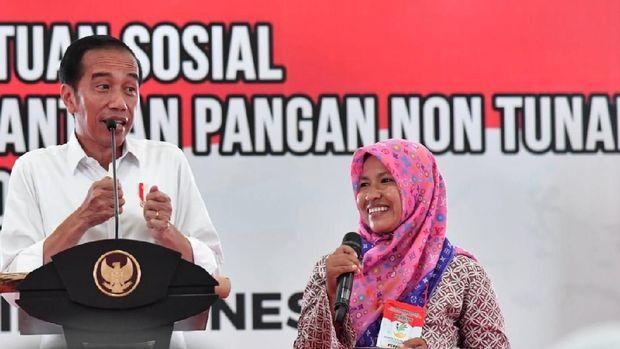 Tim Prabowo Nilai Bagi-bagi Kartu Jokowi Tak Mendidik