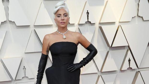 Lady Gaga ke Oscar tanpa ditemani mantan tunangan.