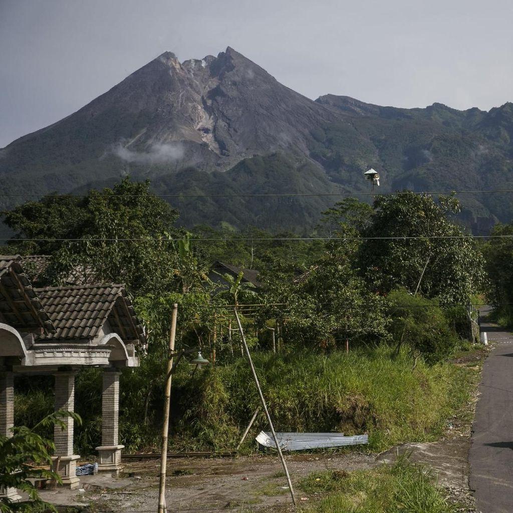 Muncul Titik Api di Lereng Gunung Merapi