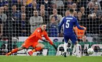Chelsea kalah dalam final Piala Liga Inggris melawan Manchester City. Setelah seri 0-0 di waktu normal dan perpanjangan waktu, akhirnya The Blues menyerah 3-4 adu penalti (Carl Recine/Action Images via Reuters)
