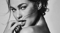 Sering Pemer Kemesraan, Ini Potret Memesona Pacar Seksi Valentino Rossi