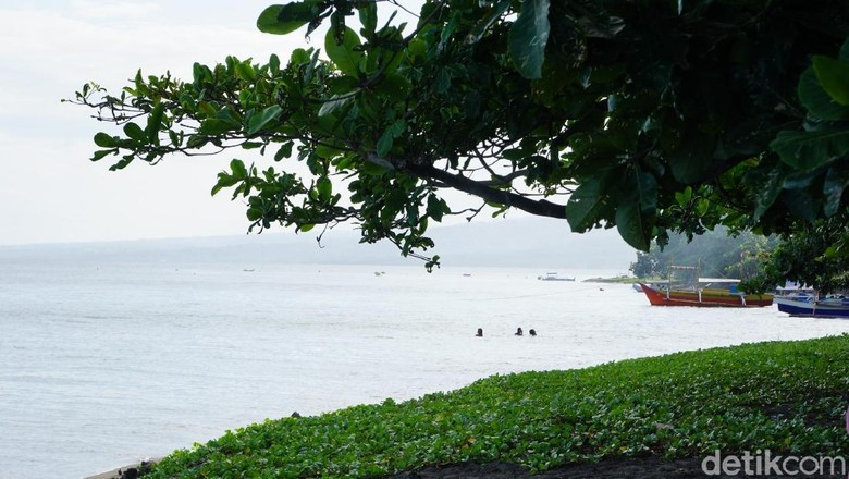Pantai Tanjung Merah dengan cerita asal usul namanya yang kelam (Wahyu/detikTravel)