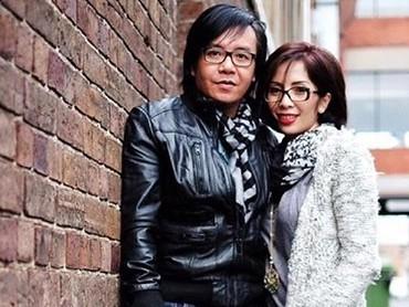 Menikah lebih dari 20 tahun, kemesraan pasangan ini tetap membara. So swet! (Foto: Instagram/ @ari_lasso)