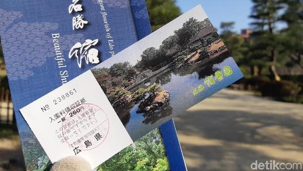 Shukkeien Garden bisa menjadi destinasi liburan bulan madu yang romantis. Biaya masuk ke taman ini JPY 260 atau sekitar Rp 32.834 per orang. Syahrini dan Reino, ayo ke sini (Bonauli/detikTravel)