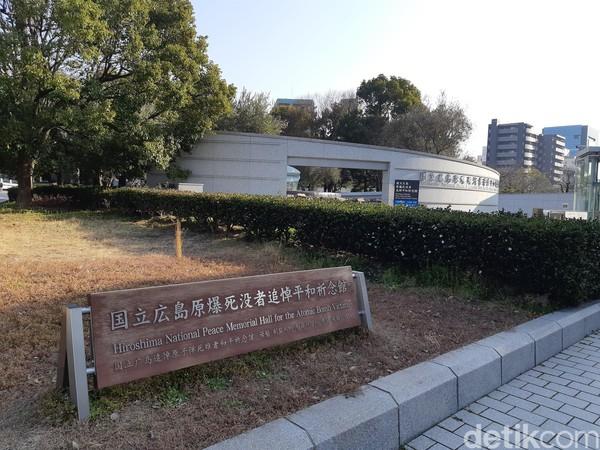 Dari monumen ini kamu bisa langsung menyambangi Hiroshima National Peace Memorial Hall for Atomic Bomb Victims. (Bonauli/detikTravel)
