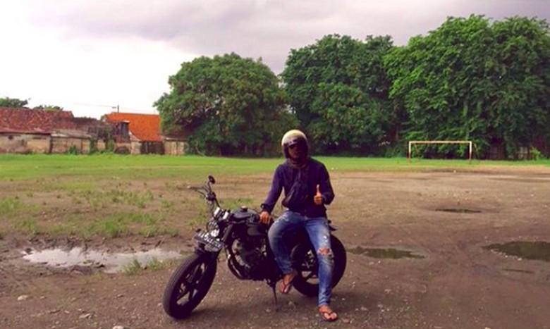 Satria Tama di atas motornya. Foto: Screenshot Instagram Satria Tama
