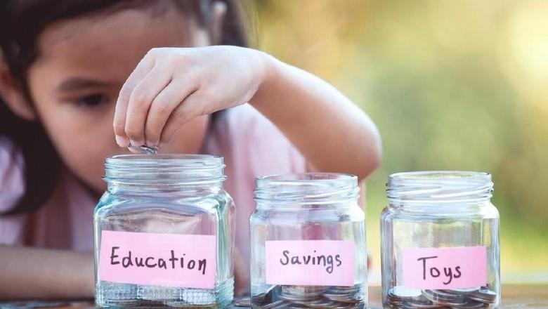 Mengajari anak cerdas finansial/ Foto: iStock