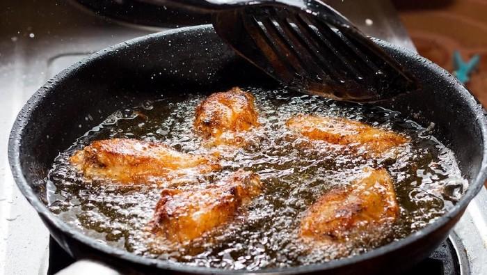 Hati-hati jangan sampai tulang ayam tertelan karena ada risikonya. (Foto: iStock)
