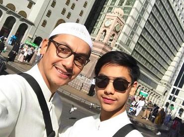 Wefie dengan anaknya sulungnya Khayru, fotokopian AyahGunawan banget nih. (Foto: Instagram @gunawan_sudrajat_real)