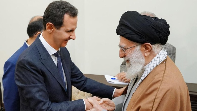 Pertama Kali ke Iran Sejak Konflik Suriah, Assad Temui Khamenei