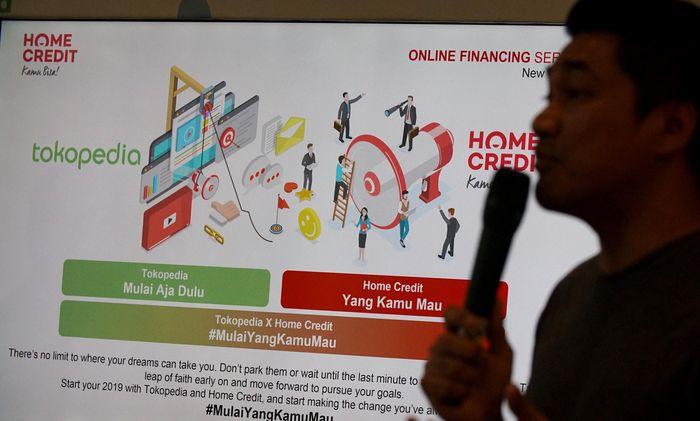 Peningkatan transaksi belanja online yang kian tajam menjadi alasan Home Credit untuk melebarkan sayap ke pembiayaan online. Menurut studi terkini dari Morgan Stanley e-commerce menyumbang 8% dari total penjualan ritel di Indonesia tahun lalu, dan diprediksi akan mencapai 18% pada tahun 2023, hal ini didorong oleh perubahan perilaku pelanggan yang semakin memanfaatkan teknologi untuk kenyamanan berbelanja.