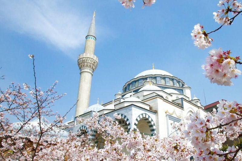 Syahrini dan Reino Barack melangsungkan akad nikah di Tokyo, tepatnya di Masjid Camii. (Tokyo Camii - Tokyo Mosque/Facebook)