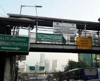 Spanduk FBR tolak cawagub DKI dari PKS di Mampang Prapatan.