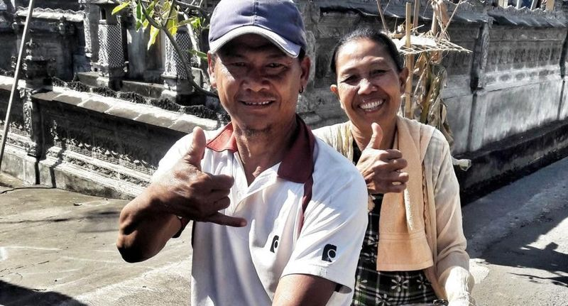 Inilah potret para Kolok yang secara harfiah berarti tuli dalam Bahasa Indonesia. Ada 44 orang yang tinggal dalam satu desa di Bali dan memakai bahasa isyarat (Mark Eveleigh/BBC Travel)
