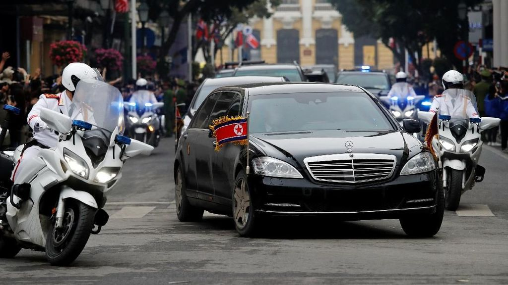 Mobil Antipeluru Setia Temani Kim Jong Un saat Bertemu Trump