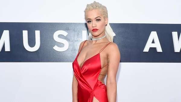 Selain Kendall Jenner, Ini Para Seleb yang Hampir Ekspose Organ Intim