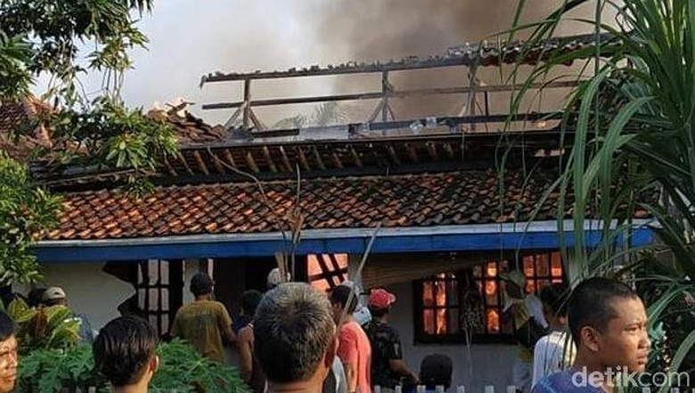Ditinggal Kondangan, Rumah di Brebes Ludes Terbakar