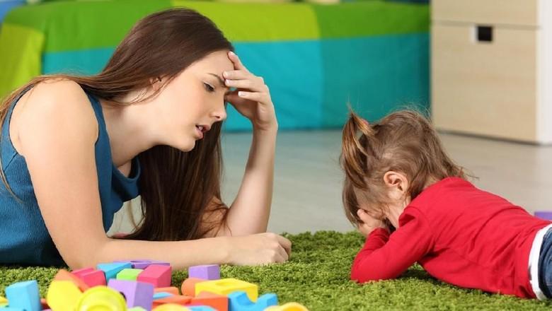 7 Kesalahan Ortu yang Membuat Anak Malas Membaca /Foto: istock