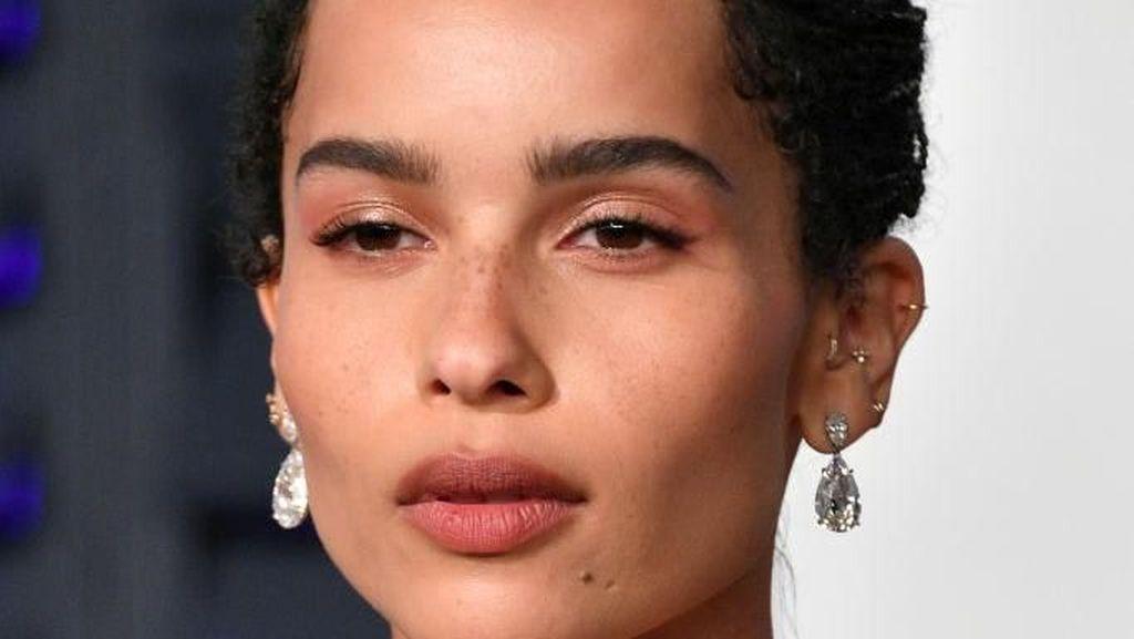 Artis Ini Tampil Mengejutkan, Pakai Bra Emas 18 Karat di Pesta Oscars