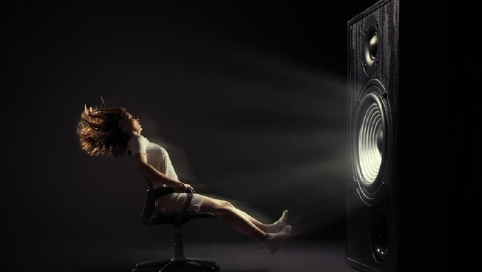 Ilustrasi suara terlalu keras dari sound system. Foto: iStock